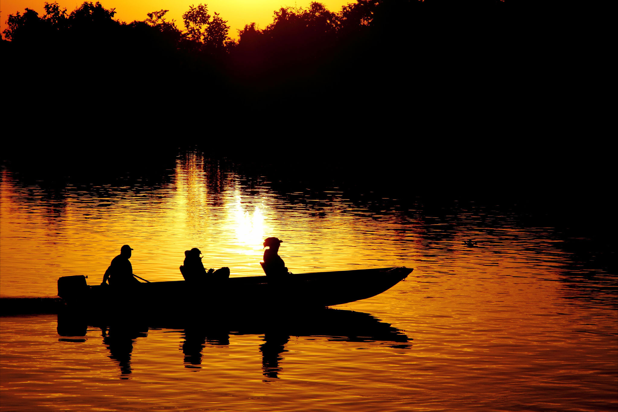 Pantanal-Jaguar-House-Boat-Golden-Sunset-Brazil-Ecotravel